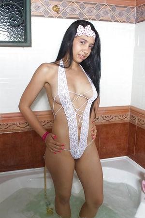 Молодые литинки в сексуальных нарядах 2 фото