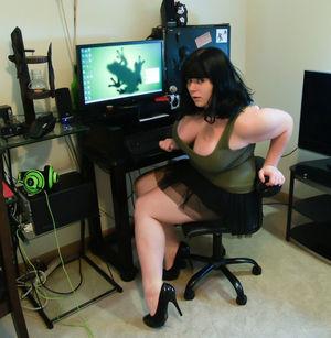 Пенни Браун -задорная толстушка с огромными буферами. 13 фото