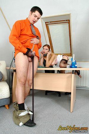 Выебал рыжую секретаршу в чулках 3 фото