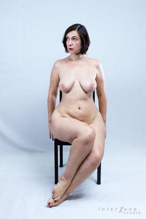 Дамочка показала свое прелестное тело 4 фото