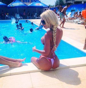 Фото девок с силиконовой грудью 2 фото