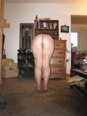 Самочка с большой грудью показывает домашние фото 3 фото