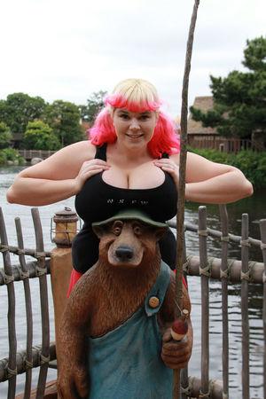 Девка с большими сиськами 4 фото