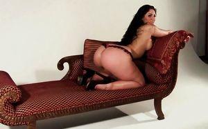 Rosee Divine хвастается своей огромной попой 10 фото