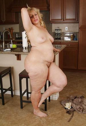 Пожилая толстуха с широкими бедрами и большой жопой 13 фото