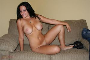 Милашка показала свое тело на порно кастинге 12 фото