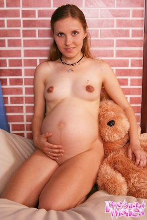 Беременная блондинка фотографируется на память 15 фото