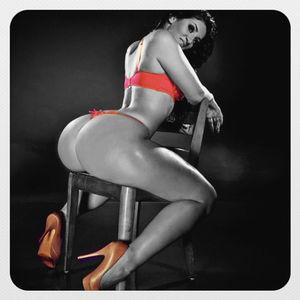Сексуальная французская фотомодель с пухлой жопой 11 фото