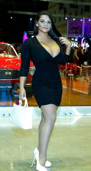 Мия Зарринг - обладательница больших сисек 3 фото