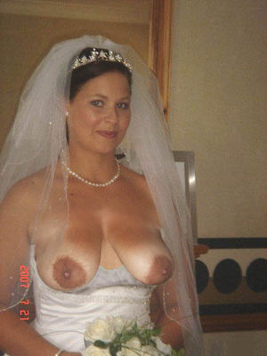 Невесты оголяют свои прелести. 8 фото