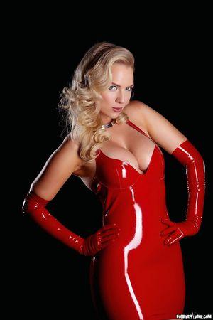 Анцилла Тилия в эротичном латексном платье 5 фото