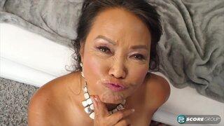 Манди Тай, принимает сперму на свое лицо