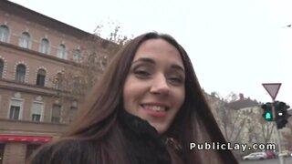 Уболтал русскую девушку на улицах праги на секс
