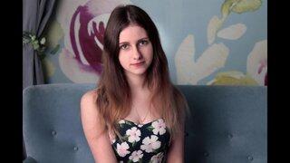 Молодая русская вебкам модель готова теребить пизду пока капают доннаты