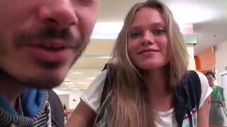 Молодая пара ездит во всей России и снимает свое любительское порно