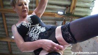 Бабушка в деревне у заброшенных домов, развлекается с секс игрушками