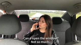 Дерзкая писюха наехала на таксиста. За что получила в рот и расплатилась пиздой.