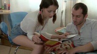 Русские ребята отложили учебники, чтобы насладиться страстным сексом