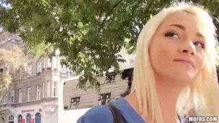 Миловидная русская тёлочка попалась в сети венгерского разводилы, который отснял знатное видео