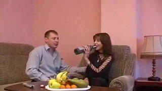 Бокал вина возбудил зрелую соску, на классный секс с русским мужиком