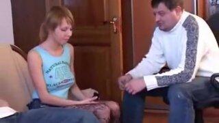 Чувак сдает сексапильную девушку в счет уплаты долгов по коммуналке