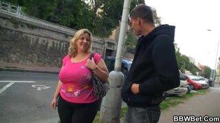 Худой парень, не может нормально трахнуть толстую женщину