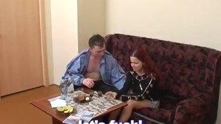 Русский парень силой ебет рот пьяной рыжухи