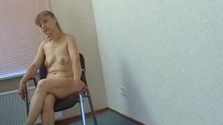 Зрелая женщина пришла на кастинг, заработать легких денег