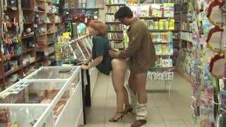 Пьяный мужик отлизал в магазине, зрелой продавщице, мохнатку и трахнул её