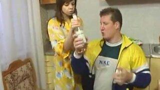 Молодая жена сосет и скачет на члене пьяного мужа, чтобы тот не пил