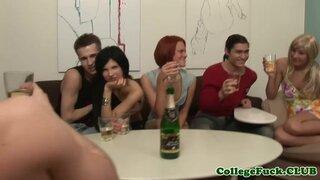 После выпитого шампанского, девушка в парике обслуживает два члена