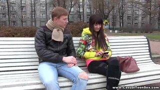 Познакомился с русской брюнеткой и сразу выебал ее в пизду