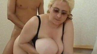 Русская матура Ирина получает молодой член себе в дырочки