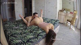 Сисястая москвичка получает кунилингус с утра пораньше