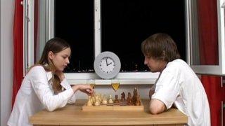 Проиграла пизденку в шахматы