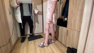 Жена изменяет с курьером из Суши Wokа, а её муж дрочит на это
