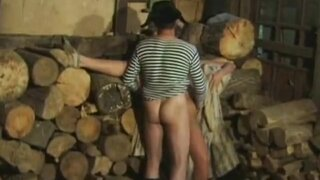 Секс в деревне... Заготовили дров и ебались в сарае