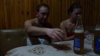 Девушка выпила пива и готова трахаться раком, в бане с любимым мужиком