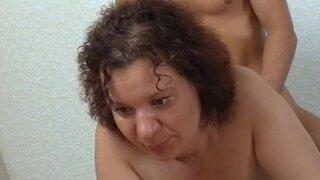 Зрелая женщина ходит на кастинг и занимается сексом