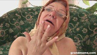 Бабушка наслаждается сексом с мужиком