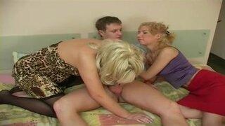Зрелая мамка должна присутствовать во время секса ее дочери