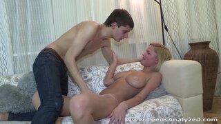 Грудастая блонда согласна ебаться в пизду и жопу в разных позах