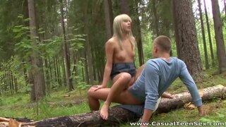 Согласился подвезти попутчицу, в обмен на вагинальный секс в лесу