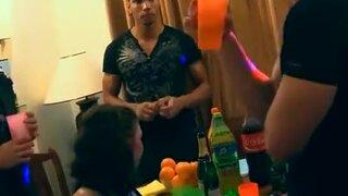 Подвыпившие красотки готовы к ебле, с русскими парнями на вечеринке
