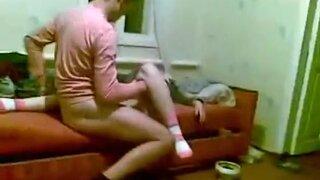 Пьяная девушка никогда не узнает, что ее выебали спящей
